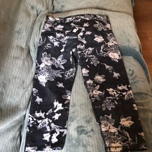Old Navy work out Capri pants